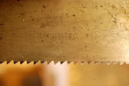 Jeg har filt ei nakksag med ganske grov støt-tanning med veldig liten viking til dette formålet, hadde lyst å prøve den. Kjennerud anbefaler bredsag, den er nokk vell så god om mann har en med liten viking og passelig tanning.