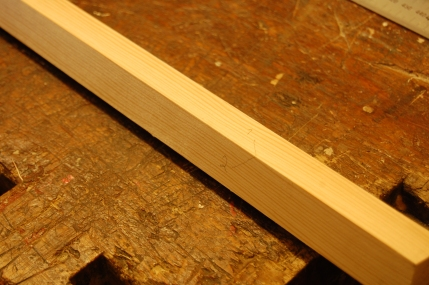 Vinkelkanten er møte mellom side 1 og 2, de to første sidene man har høvlet.